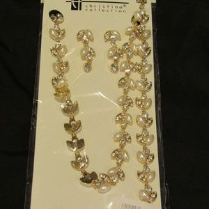 NWT 3 Piece Crystal Pearl Floral Necklace Set